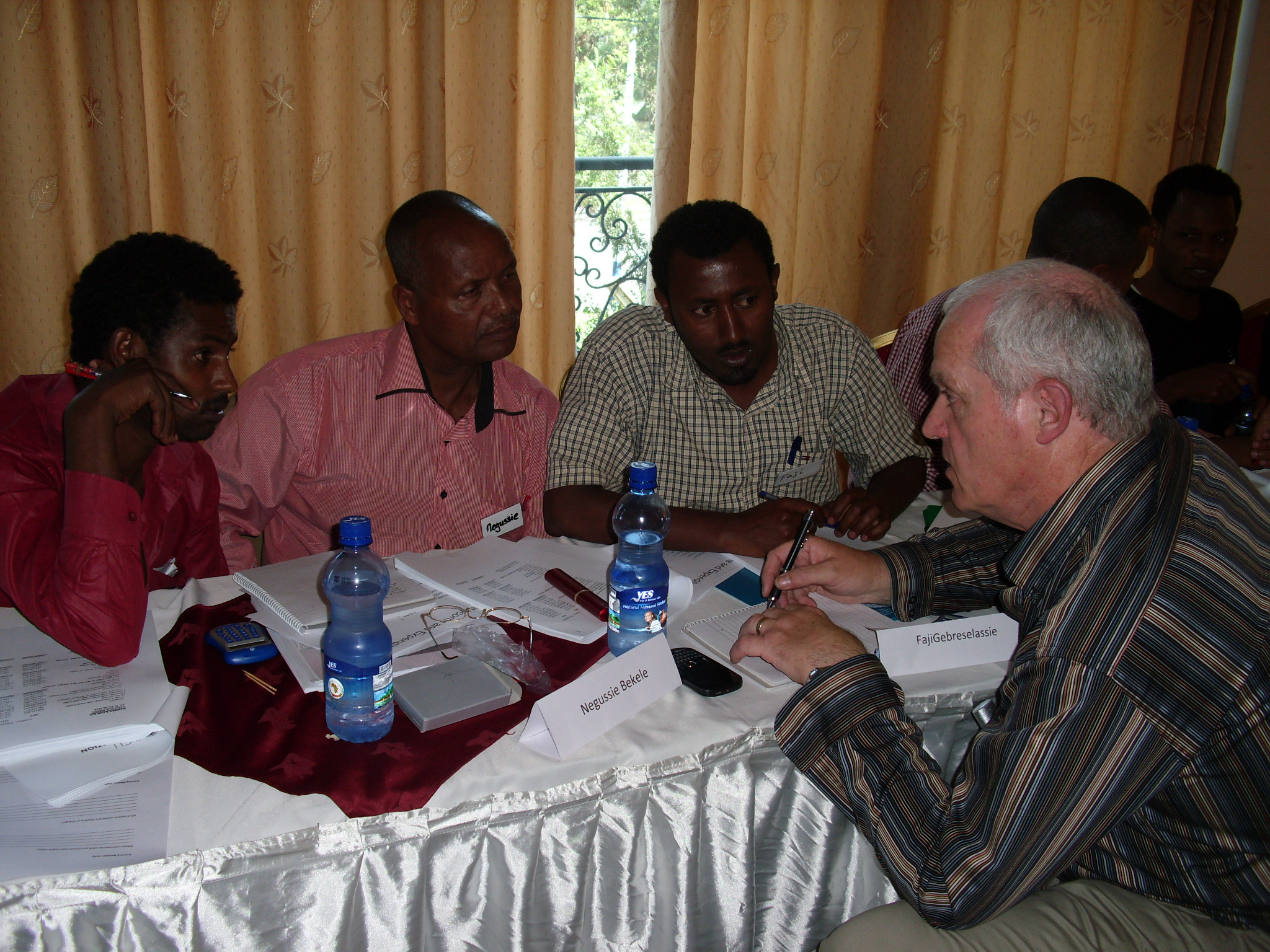 Ted O'Sullivan, discussing risk management and pearl ratios at a training day in Ethiopia